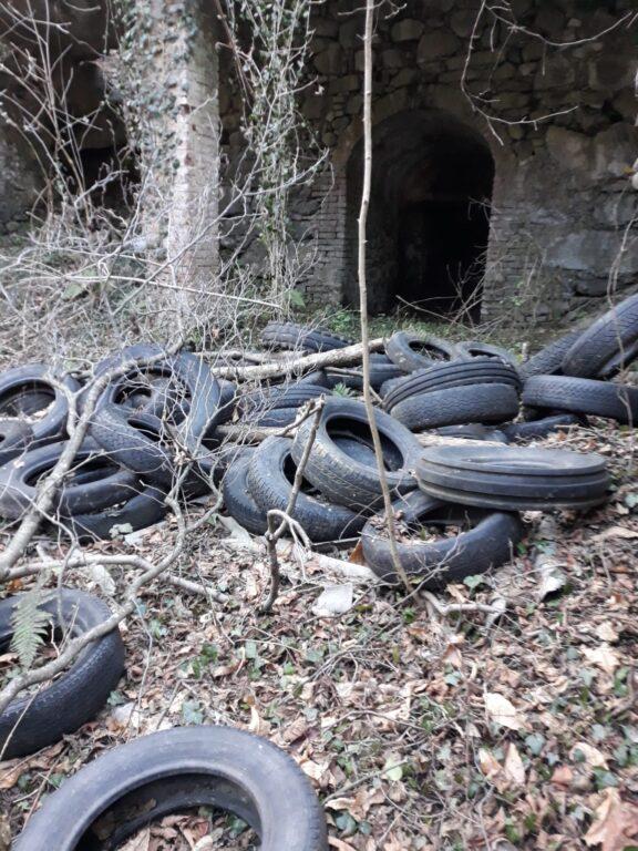 Valgioie, una discarica di pneumatici a cielo aperto