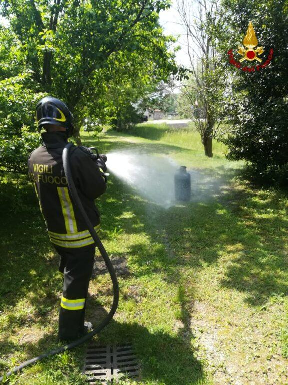 Bombola in fiamme ad Almese: intervengono i Vigili del Fuoco
