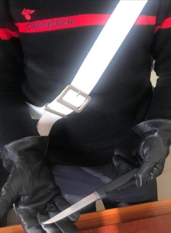 Val di Susa: tenta di colpire la moglie con un coltello. Salvata dal figlio e dai Carabinieri