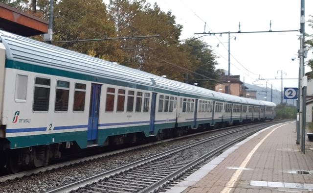 Vandali gettano estintore dal treno Bardonecchia- Torino