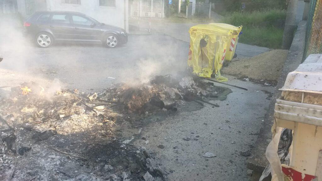 Rubiana, 5 bidoni dell'immondizia in fiamme in frazione Favella