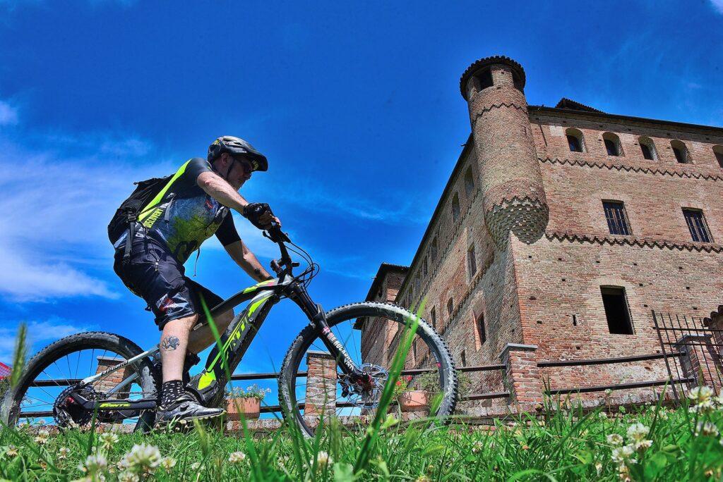 In bici con i Falabrak101 dalla Val Susa alle Langhe tra i vigneti patrimonio Unesco