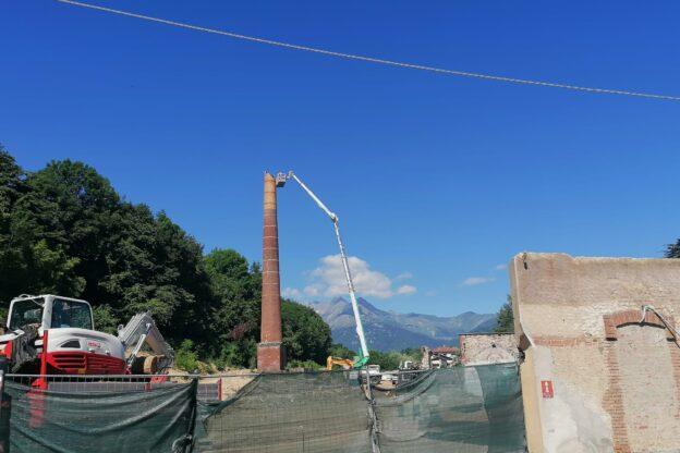 Giaveno, al via lo smantellamento della ciminiera dello stabilimento Moda