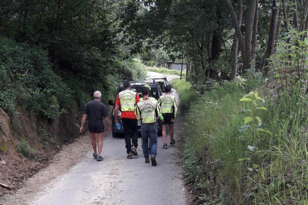 Coazze, novantaduenne cade lungo un sentiero e si ferisce