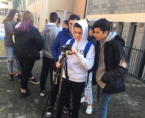 """""""Bianca(neve) e i sette bulli"""", il video contro il bullismo degli studenti di Avigliana"""