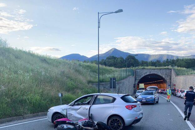 Avigliana, ancora gravi le condizioni della donna sbalzata dalla moto