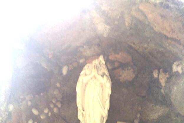 Rosta, vandali decapitano la statua della Madonna degli Innesti