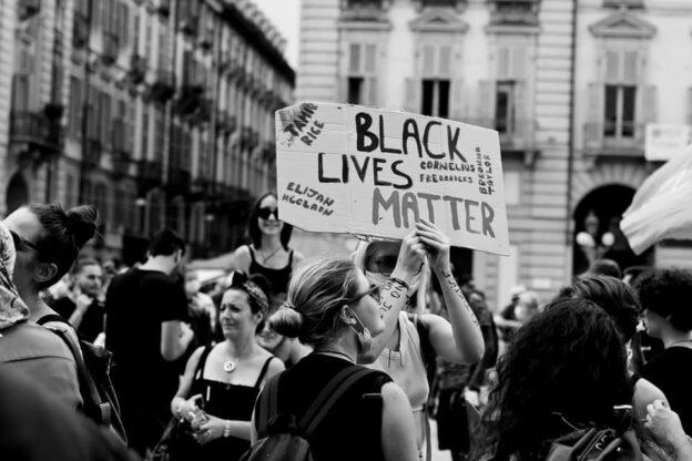 Black Lives Matter, l'inno di uguaglianza riempie le piazze di Torino