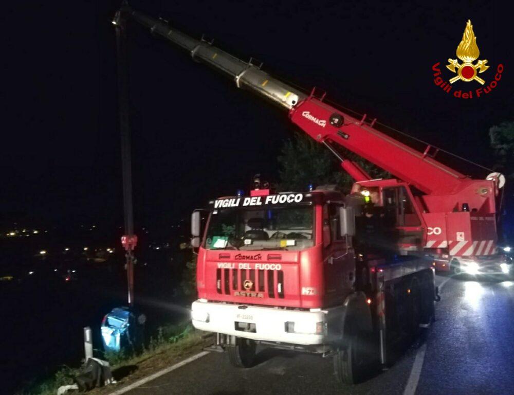 Incidente sulla strada per il Colle del Lis: un'auto finisce in una scarpata