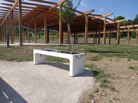 """Una panchina """"smart"""" nel nuovo parco di Avigliana"""