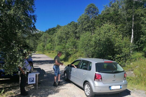 Coazze, da domenica 20 settembre non si pagherà più il parcheggio sulla strada per Pian Neiretto