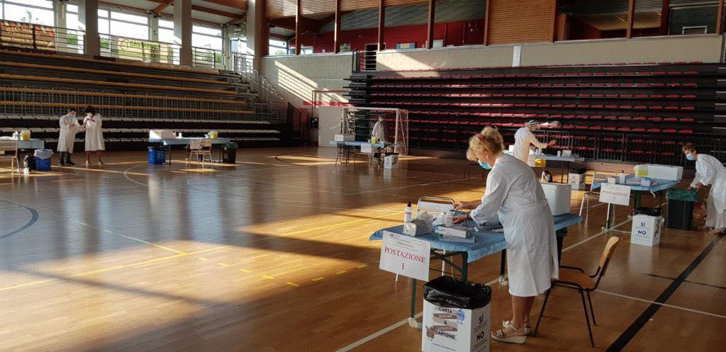 Giaveno, al Palazzetto dello Sport l'Asl recupera le vaccinazioni