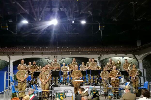 Giaveno, la Fanfara della Brigata Taurinense suona il Silenzio per le vittime del Coronavirus