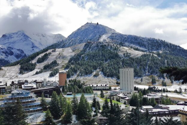 Estate finita: è arrivata la prima neve della stagione a Sestriere
