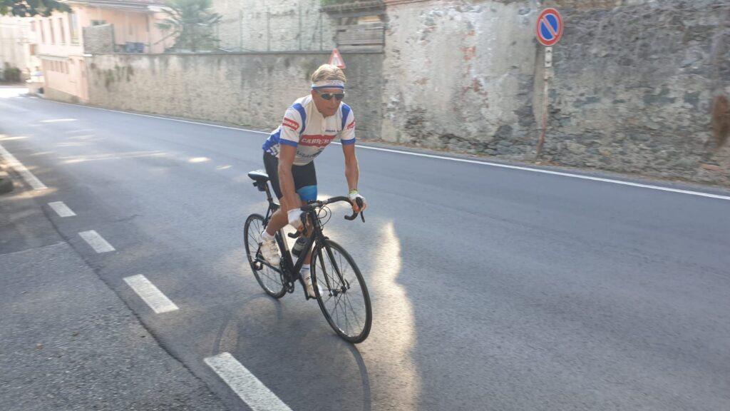 L'impresa di Paolo Rucchione: in bici senza sella da Villar Dora al Colle del Lys