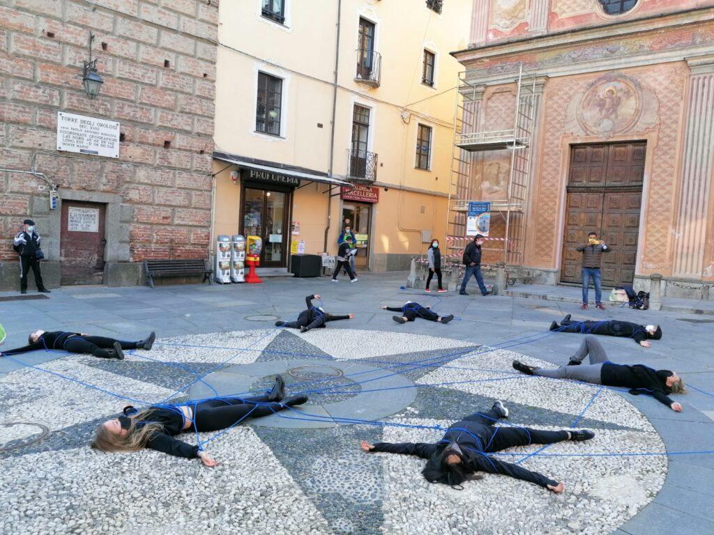 Giaveno, il flash mob  in piazza di Arte in Movimento