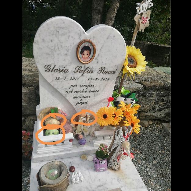Condove, vandali si accaniscono sulla tomba di una bimba