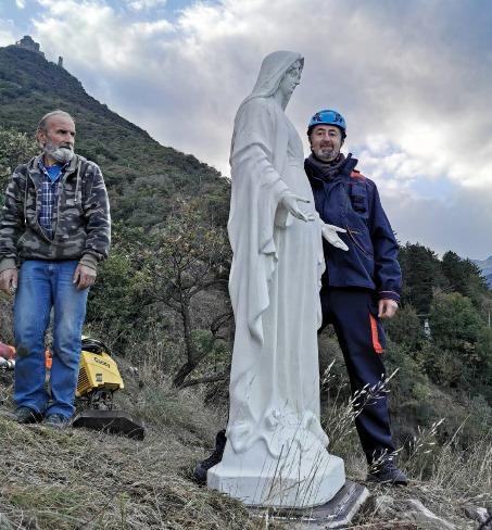 A Sant'Ambrogio la statua della Madonna scende con l'elicottero
