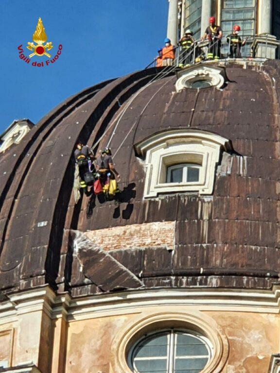Lastra pericolante sulla cupola della Basilica di Superga: intervengono i Vigili del Fuoco