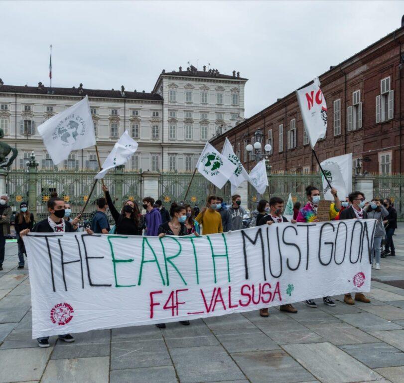 """Fridays for Future: """"Riportiamo l'attenzione sulla crisi climatica"""""""