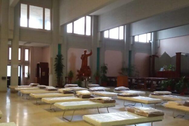 """""""Curo lo spirito dei malati di Covid-19"""". Parla il cappellano dell'ospedale San Luigi di Orbassano"""