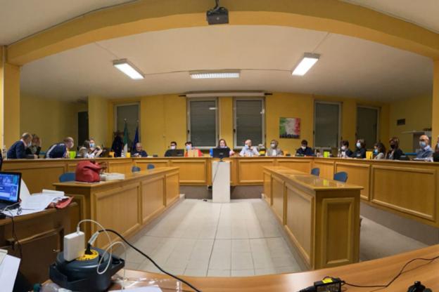 Il Consiglio comunale di Avigliana toglie la cittadinanza onoraria a Benito Mussolini