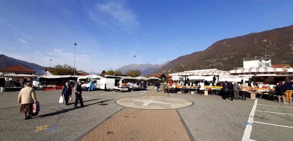 S.Antonino. Un mercato semideserto: le opinioni dei commercianti