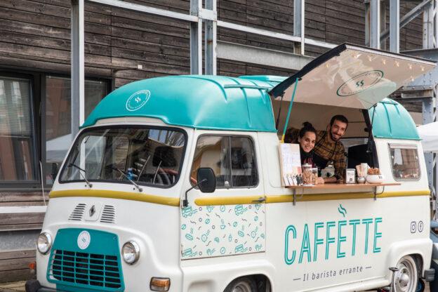 """Giaveno e i suoi prodotti viaggiano su un furgone """"vintage"""" grazie a Michele Fabbrini"""