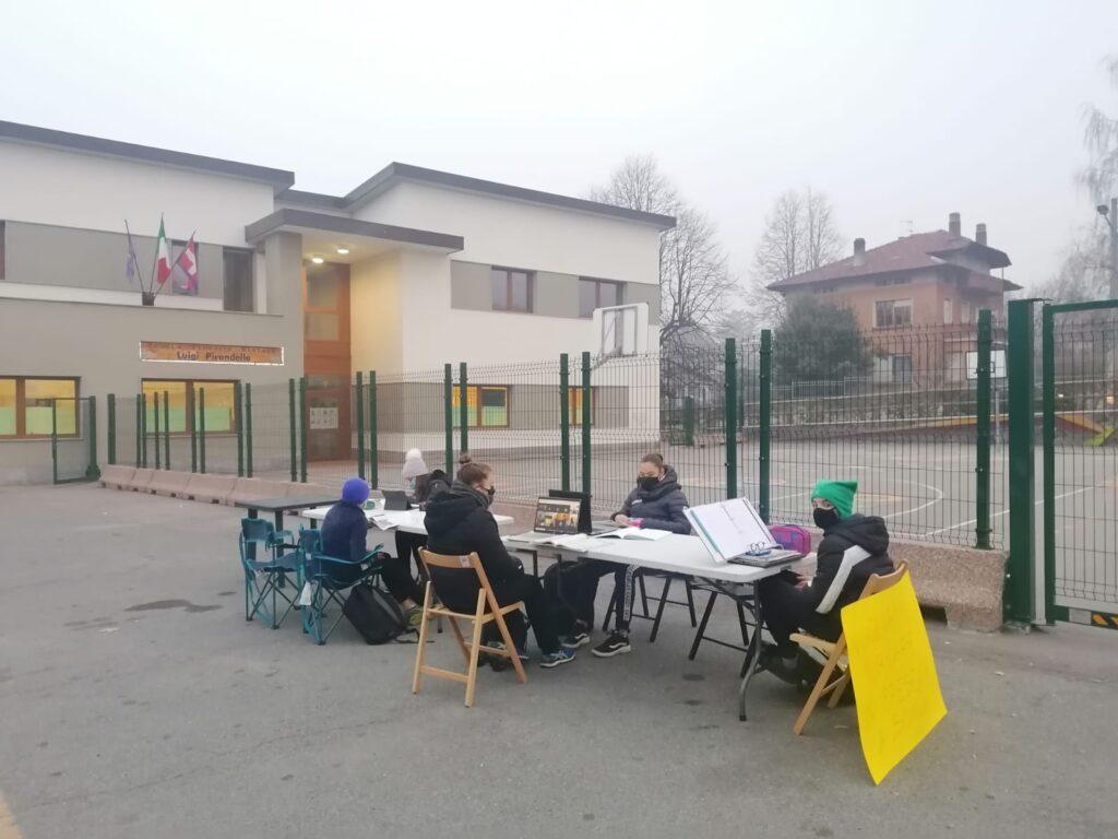 Coazze, gli alunni di terza media protestano contro la didattica a distanza