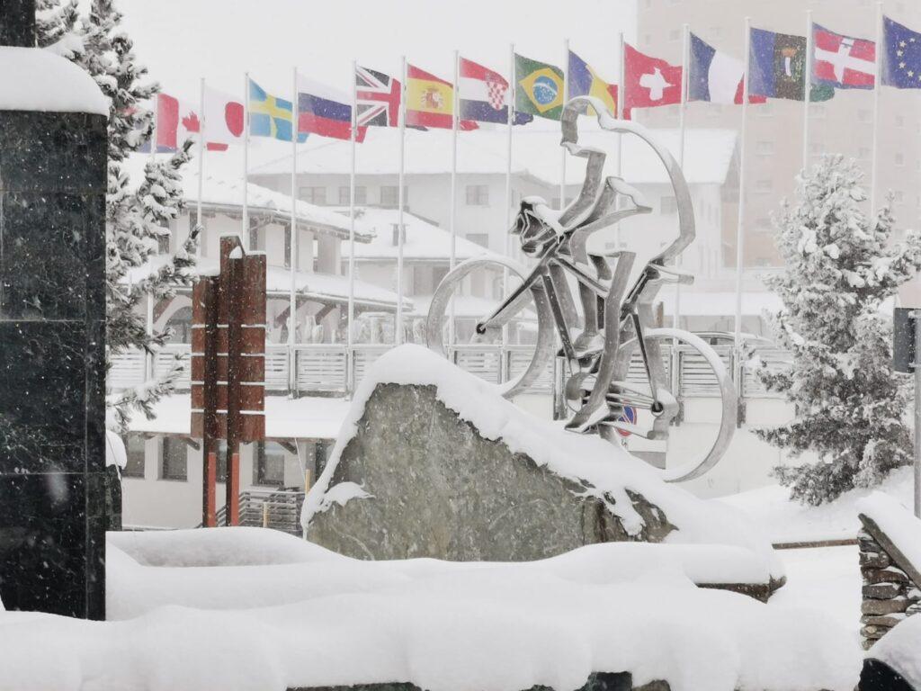 Sestriere. Arriva la neve ma lo sci non può partire