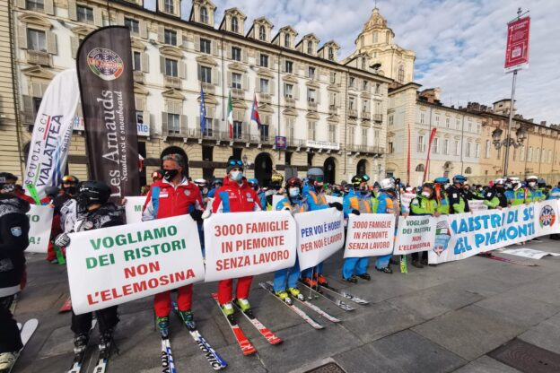 Maestri di sci in piazza, la Regione Piemonte si impegna per i ristori