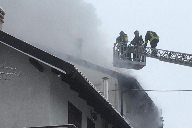 Buttigliera Alta, va a fuoco il tetto di un'abitazione