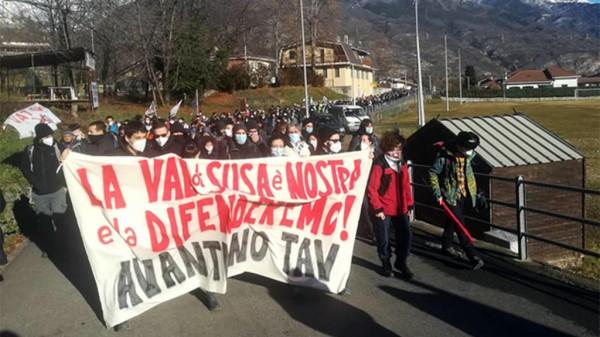 Tav, le reazioni agli scontri di domenica in Valsusa