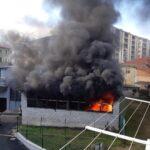 Incendio in pieno centro a Giaveno: intervento in corso