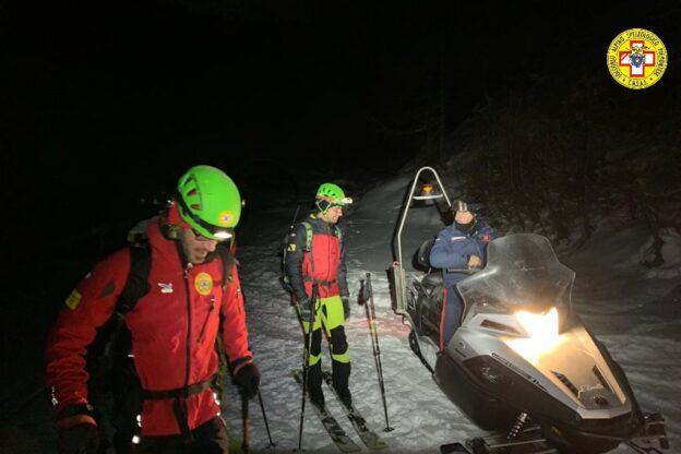 Sestriere, scialpinista si rompe una gamba: recuperato con una complessa operazione di soccorso