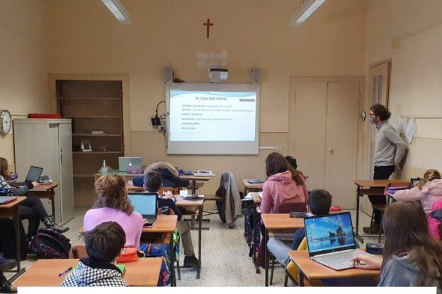 Gli allievi del Maria Ausiliatrice di Giaveno insieme alla Polizia postale per combattere il cyberbullismo