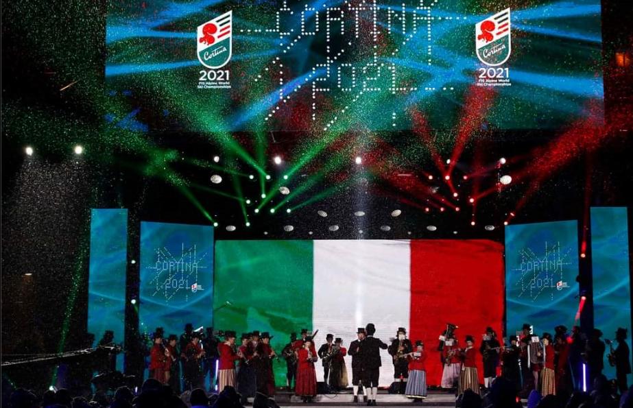 Cortina 2021 ha aperto con una festa- spettacolo sulle Dolomiti
