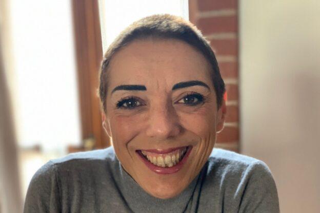 """La coraggiosa lotta """"pubblica"""" di Donatella contro il suo cancro"""