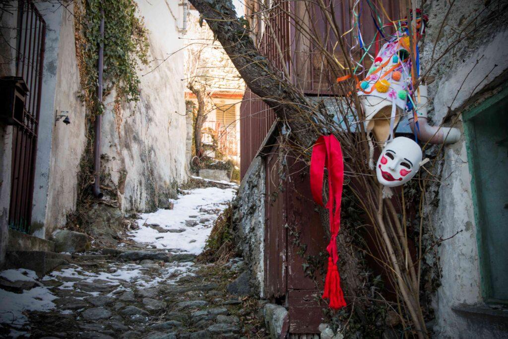 Condove, sorprese di Carnevale sul web con le Barbuire