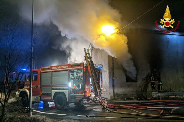 Bussoleno, nella notte è andato a fuoco un magazzino