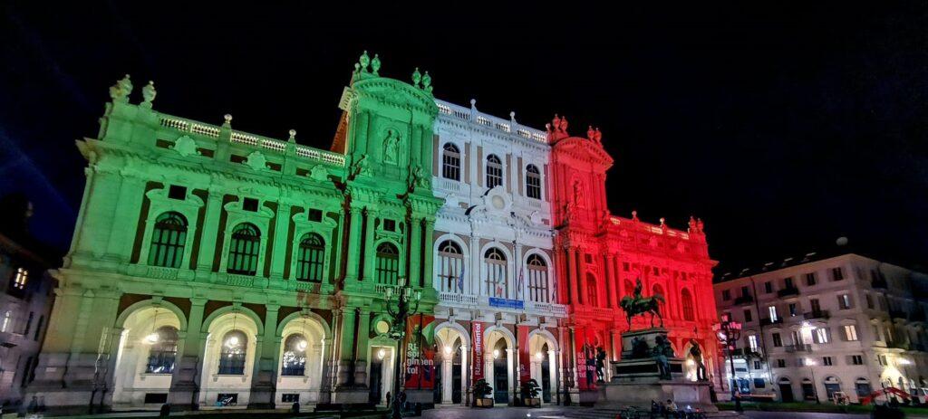 Anche Palazzo Carignano è tricolore grazie a Proietta
