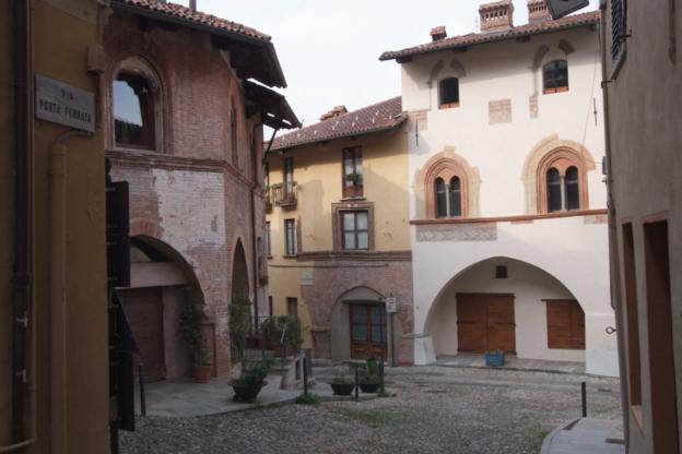 Donna scippata nel Borgo Vecchio di Avigliana: ancora ignoti gli aggressori