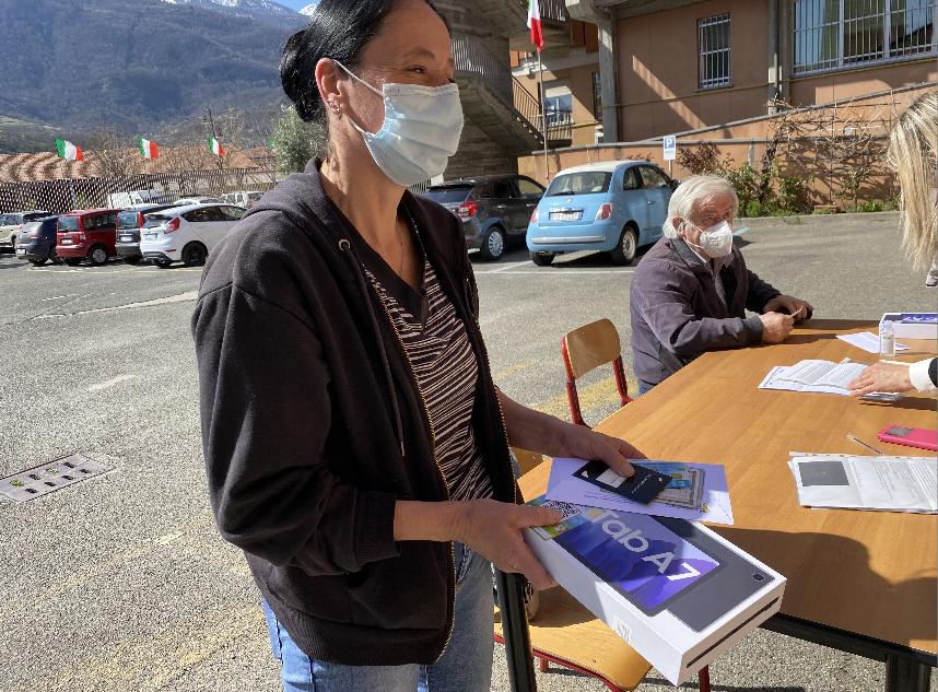 Susa, consegnati 14 tablet con connessione internet all'Istituto Enzo Ferrari