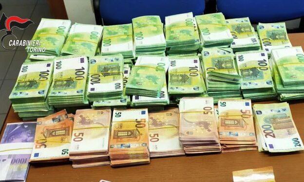 Bruino, in casa ha documenti e migliaia di euro falsi: denunciato dai Carabinieri