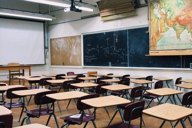 Alpignano, i genitori chiedono il ritorno in classe per i ragazzi di 12/13 anni