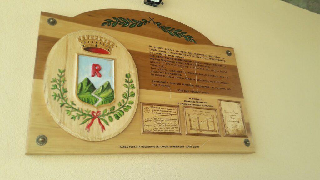 Rosta, vandali danneggiano la targa dell'Antica Volta