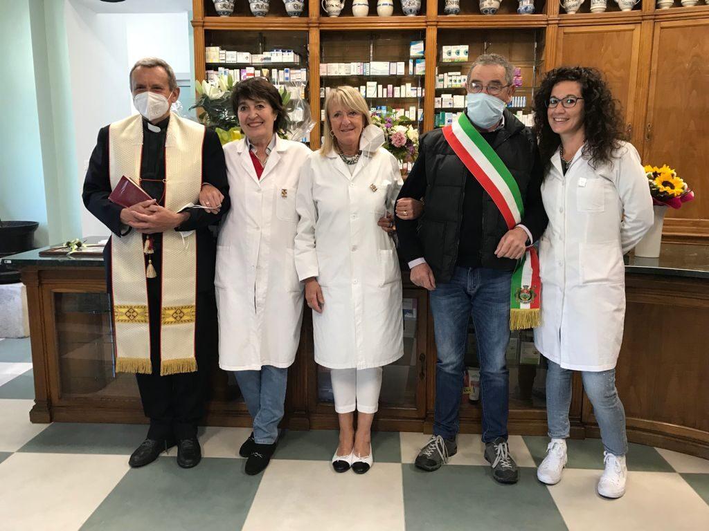 Coazze, l'antica farmacia Alloa ha festeggiato la fine dei lavori di ristrutturazione