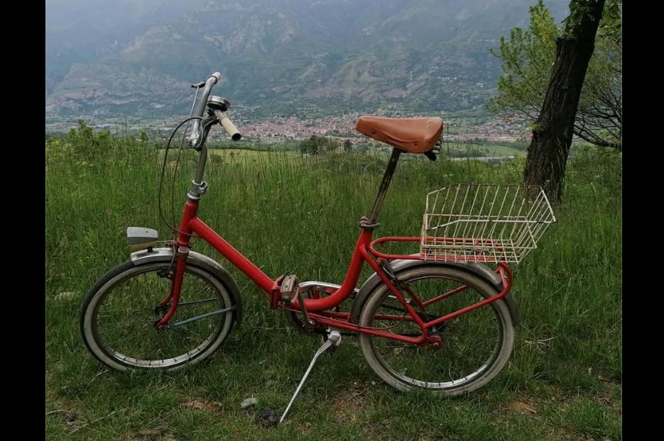 In bici fino alla Sacra di San Michele con la Graziella: la pazza idea degli Xxxbikers