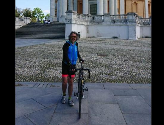 """In bici da Giaveno ad Assisi: il """"viaggio della gioia"""" di Fulvio Oberto"""