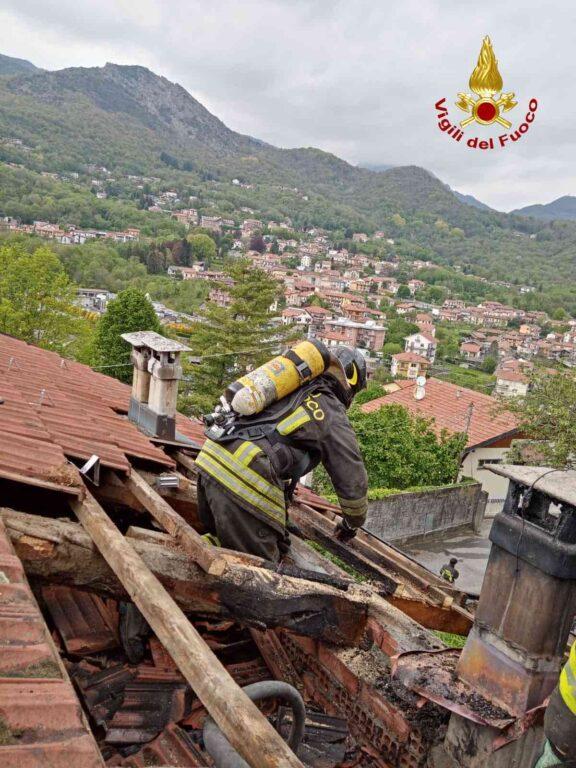 Rubiana, va a fuoco il tetto di una villetta bifamiliare